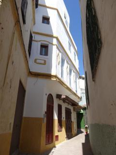 Façade extérieure de la maison sur la rue du Palmier