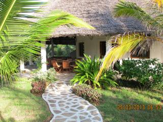Superior villa with park , golf course nearby, Watamu