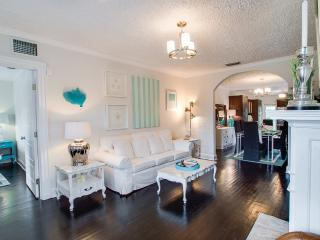 ★STUNNING DESIGNER VILLA Mango ★ minutes to the beach ★, West Palm Beach