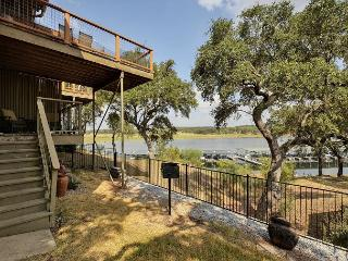 3BR/2BA Lake Travis Waterfront, Two Balconys and Amazing Views, Spicewood