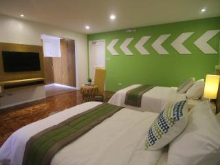 Bed and Breakfast in Makati City (Deluxe Twin)