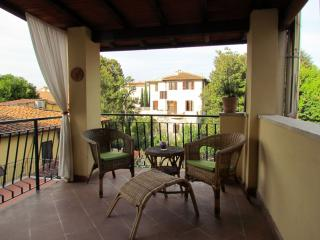 Aurea apartment in Oltrarno with WiFi, airconditioning, privéterras & balkon., Florence