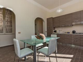 Crescenzio apartment in Prati with WiFi, airconditioning & lift.