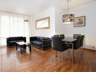 Gaudi 12 apartment in Eixample Dreta with WiFi, air conditioning, balcony & lift