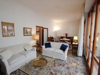 Lulli apartment in Santa Maria Novella with privéterras & lift.