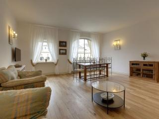 Spacious Bardi apartment in Oltrarno with WiFi, airconditioning & lift., Florencia