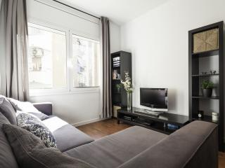 Sagrada Familia Bliss apartment in Eixample Dreta with WiFi & lift.