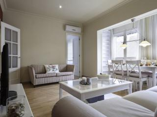 Sagrada Familia Paradise II apartment in Eixample Dreta with WiFi, airconditioning & lift., Barcelona
