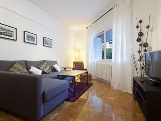 Arco de Triunfo I apartment in Eixample Dreta with WiFi & lift.