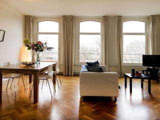 Spacious Museum View apartment in De Pijp Noord with WiFi & balkon.