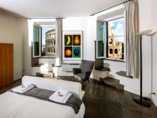 Spacious Colosseum Imperiali View apartment in Centro Storico with WiFi, airconditioning & lift., Rome