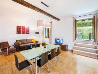 Dandolo Trastevere apartment in Trastevere with WiFi, privéterras & privétuin., Rome