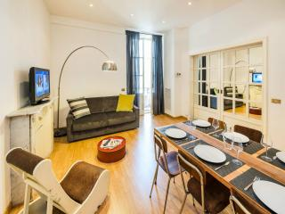 Cavour Colosseum apartment in Termini Stazione with WiFi & lift.