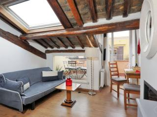 Trevi Fountain Large apartment in Centro Storico with WiFi, airconditioning, Rome