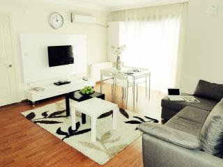 Kadikoy Deluxe apartment in Kadıköy with WiFi, air conditioning & lift.