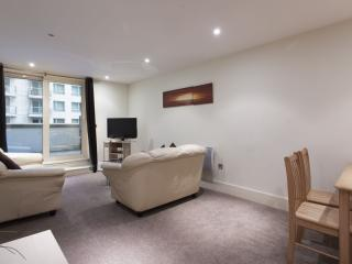 St. George's Wharf 1B apartment in Wandsworth with WiFi & lift.