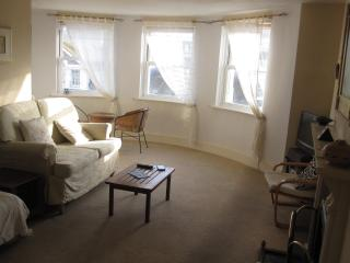 Spacious 2 Bed Top Floor Flat - Long Let Only from Nov 2017