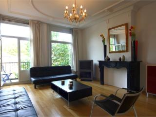 Spacious Artis Aquarium apartment in Lastage with WiFi & balkon., Amsterdã