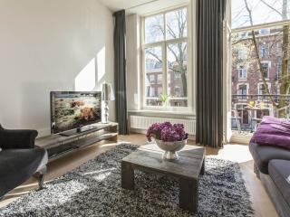 Spacious Tulip Suite C apartment in Oosterpark with WiFi & balkon., Ámsterdam