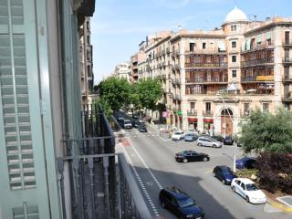 Gaudí 1 apartment in Eixample Dreta with WiFi, airconditioning, balkon & lift.