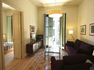 Gaudí 7 apartment in Eixample Dreta with WiFi, air conditioning, balcony & lift.