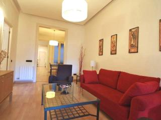 Girona apartment in Eixample Dreta with WiFi, air conditioning & lift.