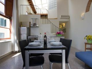 Santa Reparata Loft apartment in Duomo with WiFi & air conditioning.