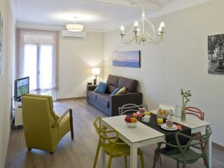 Sleepy Sants apartment in Sants with WiFi, airconditioning (warm / koud) & lift., Barcelona