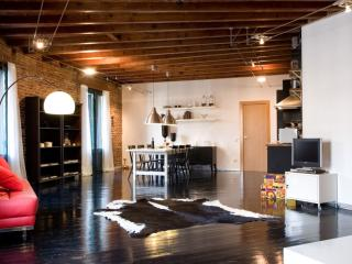Gran Bruc Deluxe Loft apartment in Eixample Dreta with WiFi, balkon & lift., Barcellona