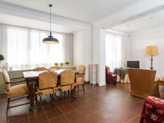 Estacion del Norte Vintage apartment in Eixample Dreta with WiFi, air conditioni