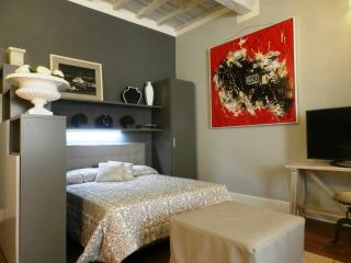Santo Spirito apartment in Oltrarno with WiFi & airconditioning.