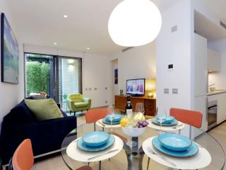 Colosseum Monti apartment in Centro Storico with WiFi, airconditioning, privéterras, gedeelde tuin …, Rome