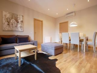 XII Guinovart apartment in Eixample Dreta with WiFi, balcony & lift.