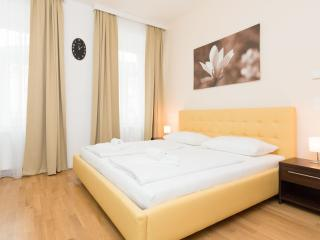 Koller Comfort Yellow apartment in 03. Landstraße with WiFi, airconditioning & lift., Viena