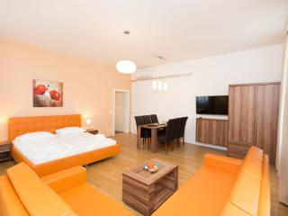 Koller Comfort Orange apartment in 03. Landstraße with WiFi & lift., Viena