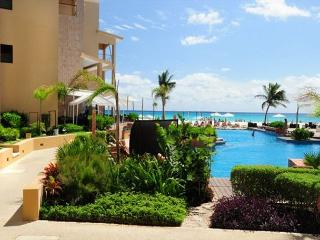 Spacious & Luxurious beachfront condo (EFC204), Playa del Carmen