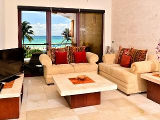 Spacious & Luxurious beachfront Playa del Carmen condo (EFC204)