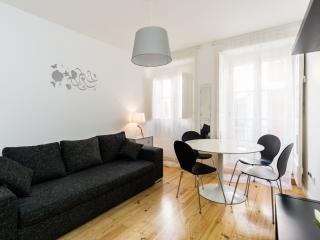 Mouros Alto apartment in Bairro Alto with WiFi & balkon.
