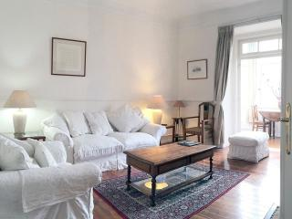 Spacious Ritz Artilharia apartment in Parque Eduardo VII with WiFi & lift.