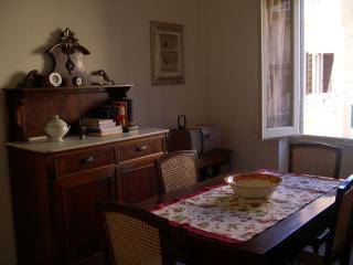 Julia Ponte Vecchio apartment in Duomo with airconditioning & balkon., Florencia
