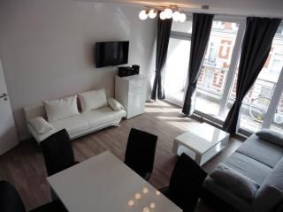Magnolie Tempel apartment in Tempelhof with WiFi, balkon & lift., Berlin