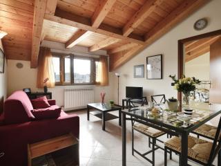 Sarca apartment in Porta Garibaldi with WiFi & lift.