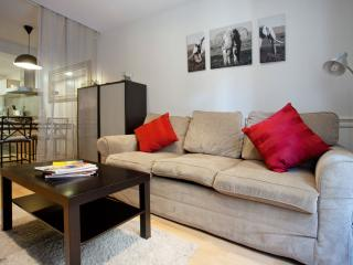 El Confort de Paralel II apartment in Poble Sec with WiFi, air conditioning, bal