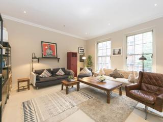 Spacious Old Brompton Boutique apartment in Kensington & Chelsea with WiFi.