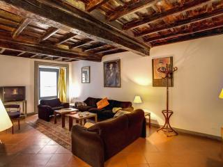 Cartari Suite apartment in Centro Storico with WiFi & airconditioning.