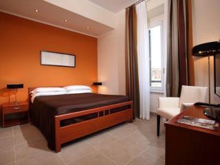 Romolo Borgo Pio apartment in Vaticano with WiFi, airconditioning & lift., Rome