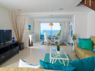Ocean View Villa walking Distance to Beach, Montego Bay