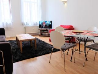 EU Residence 14 apartment in European Quarter with WiFi & lift., Bruselas