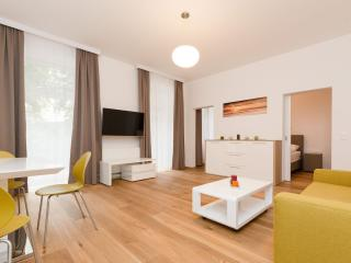 Vereins Air Green apartment in 02. Leopoldstadt with WiFi, balcony & lift.
