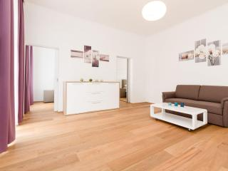 Vereins Air Brown apartment in 02. Leopoldstadt with WiFi, balcony & lift.